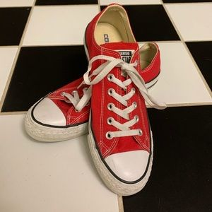 Red low top converse!